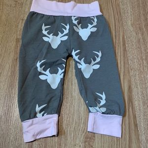 5/$20 Adorable, joggers with deer 🦌